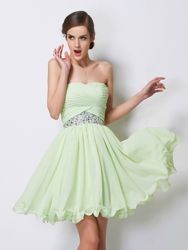 Beautiful A-Line Sweetheart Sleeveless Short Chiffon Homecoming Dress