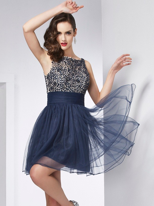 Elegant Sheath Bateau Sleeveless Short Tulle Homecoming Dress
