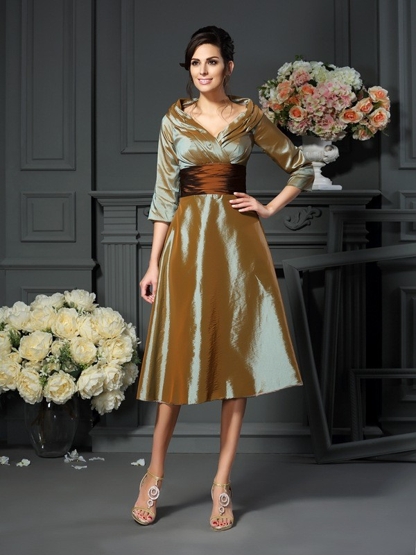 Gorgeous A-Line V-neck 3/4 Sleeves Short Taffeta Mother of the Bride Dress