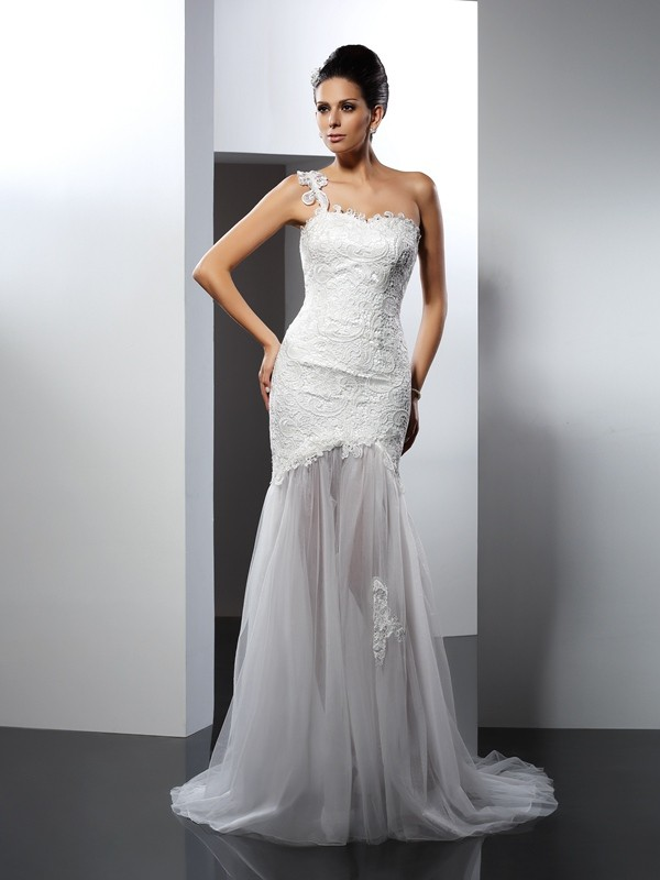 Gorgeous Mermaid One-Shoulder Lace Sleeveless Long Lace Wedding Dress