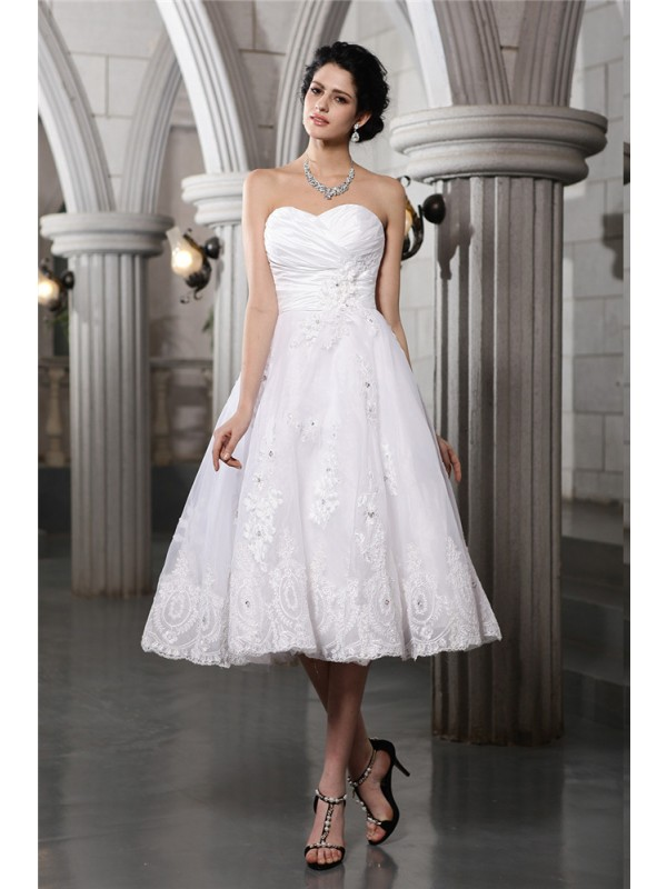 Beautiful A-Line Sweetheart Sleeveless Short Taffeta Wedding Dress