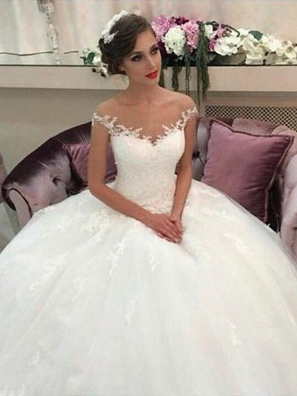 Fashion Ball Gown Off-the-Shoulder Court Train Tulle Sleeveless Wedding Dress