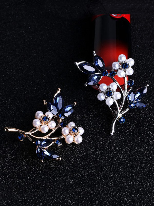 Women's Fashion Flower Shaped Alloy With Rhinestone Wedding Brooch