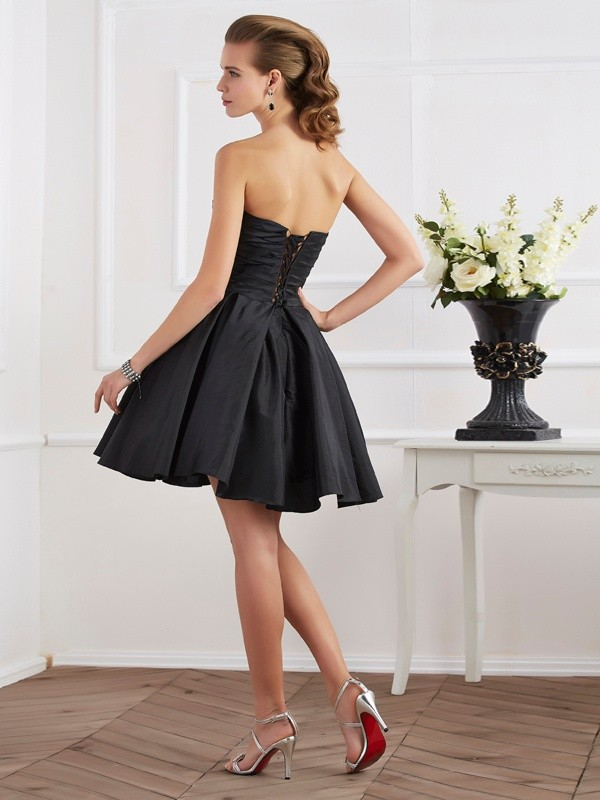 Chic A-Line Sweetheart Sleeveless Short Taffeta Homecoming Dress