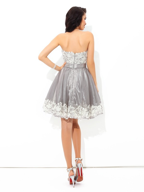 Amazing A-Line Sweetheart Lace Sleeveless Short Tulle Cocktail Dress