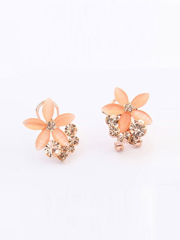 Gorgeous Occident Boutique Five Petal Ear Clip