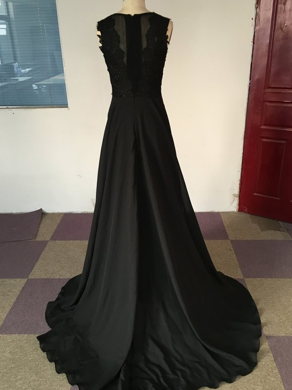 Stunning A-Line Scoop Sleeveless Satin Chiffon Sweep/Brush Train Dress