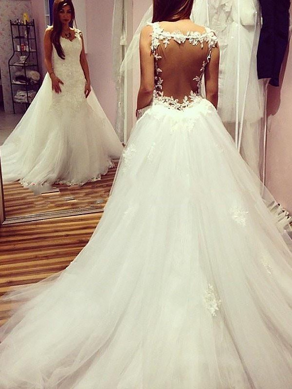Fashion Ball Gown Sleeveless Sweetheart Chapel Train Tulle Wedding Dress