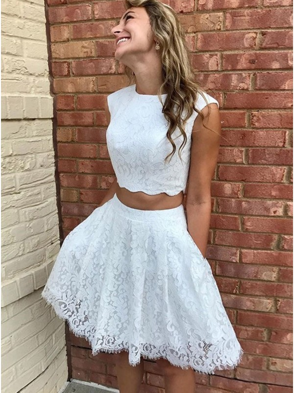 Amazing A-Line Lace Scoop Sleeveless Short/Mini Homecoming Dress