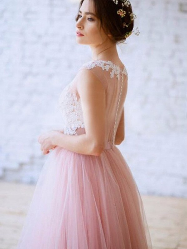 Exquisite A-Line Bateau Sleeveless Tulle Sweep/Brush Train Dress