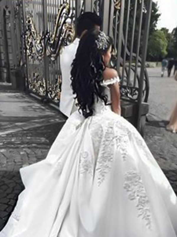 Beautiful Ball Gown Off-the-Shoulder Sleeveless Sweep/Brush Train Satin Wedding Dress